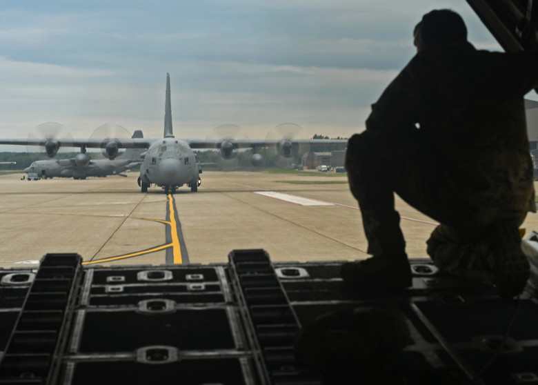 Dobbins flies tactical airlift training mission at Youngstown